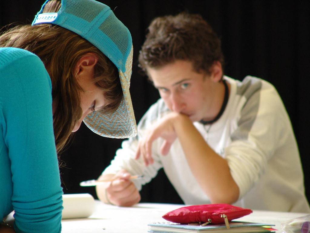 الكشف عن حالات غش عديدة في الامتحانات المنزلية 2269931475 faea064999 b