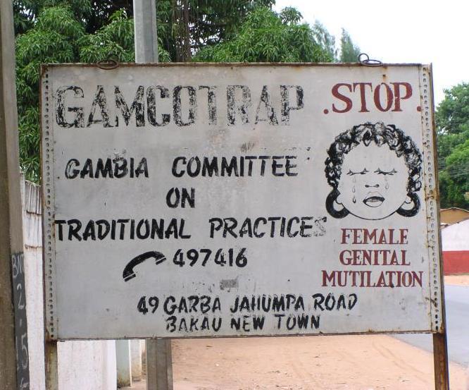 محظور على الفتيات, مشرع على الأولاد FGM road sign Bakau Gambia 2005